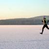 Několik prvních atletů si vyzkoušelo, jaké je se proběhnout po ledě